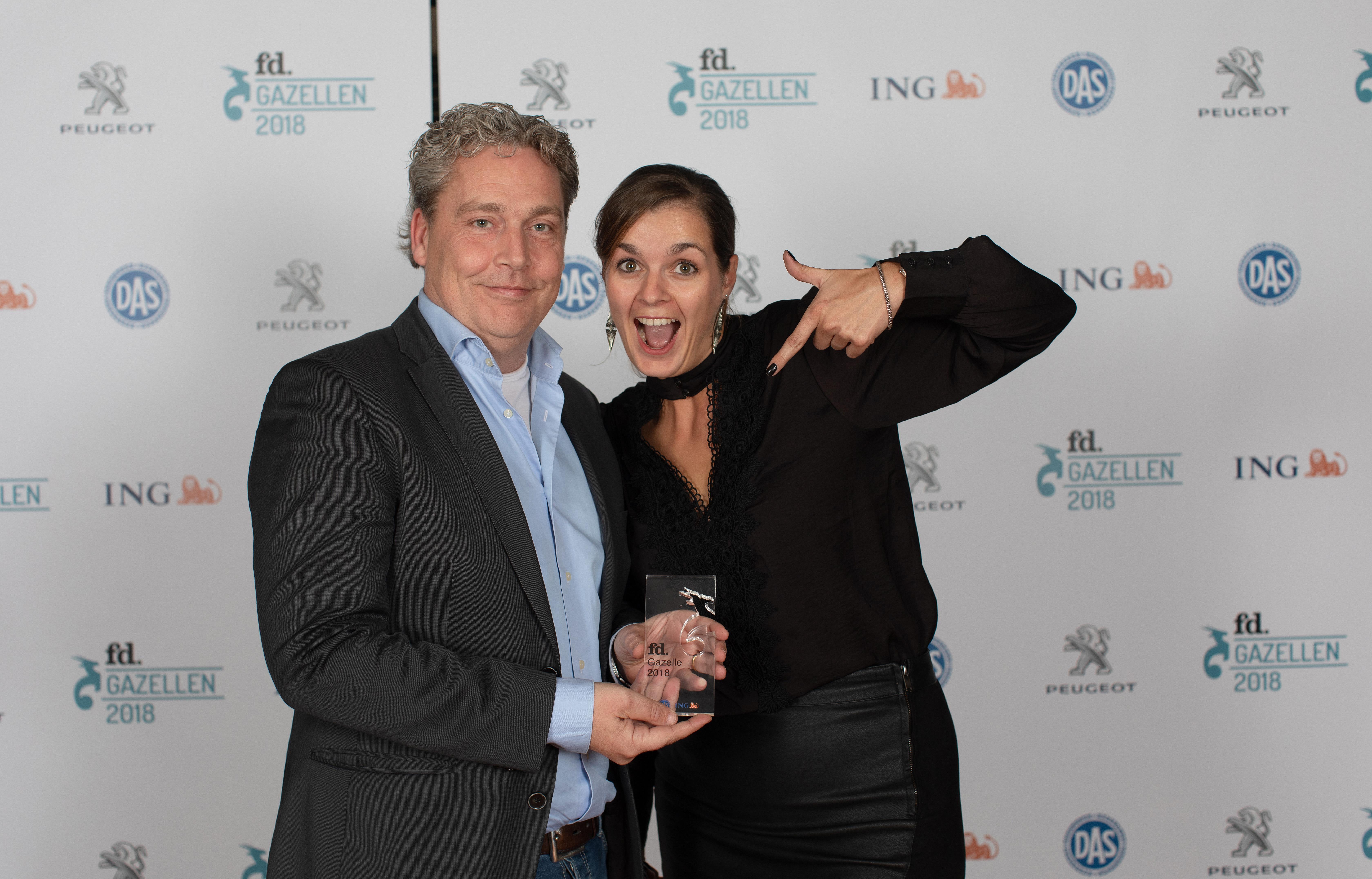 Nikki van den Heuvel en Thijs van Woensel tijdens de uitreiking van de FB Gazellen award